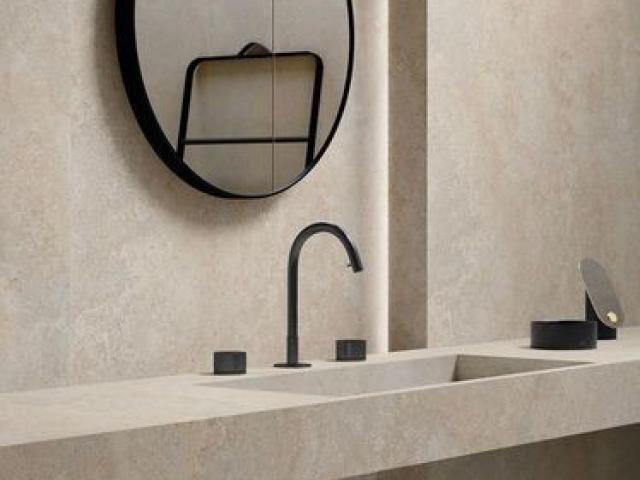 Badeværelsesbord store fliser